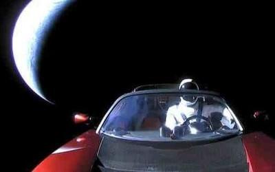 马斯克的爱车已经绕日一圈 科学家担心它会撞击地球