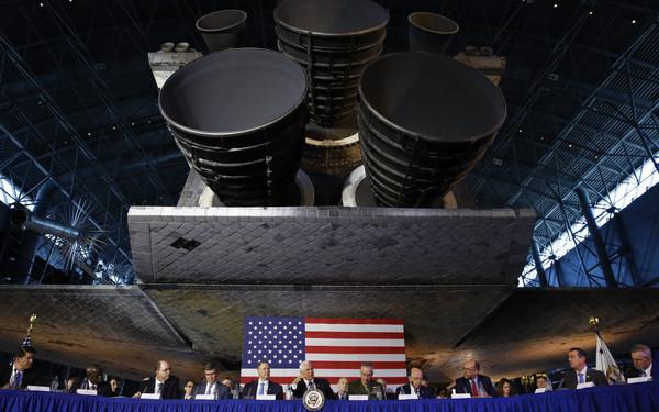 特朗普宣布重启太空指挥部 为可能的太空战役做准备