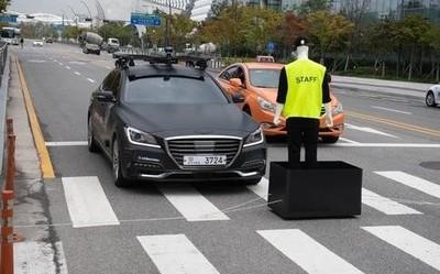 5輛汽車互相發送信號 LG U+演示5G自動合作駕駛