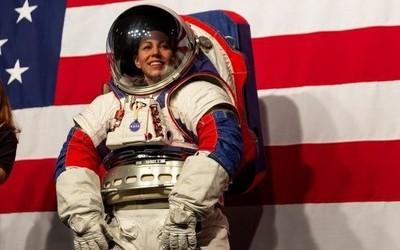 NASA公布最新款宇航服Xemu 能提供六天的生命支持