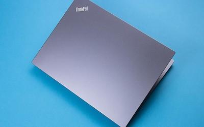 重新定位后的ThinkPad 翼490 先锋派形容得如此贴切