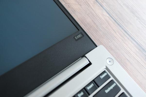 ThinkPad 翼480屏幕开合角度可达180°