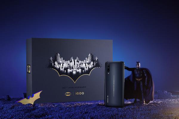 iQOO×蝙蝠侠豪华手办礼盒