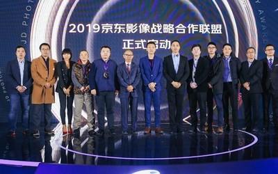 京东摄影金像奖颁奖典礼在京举行 白色地球获10万大奖