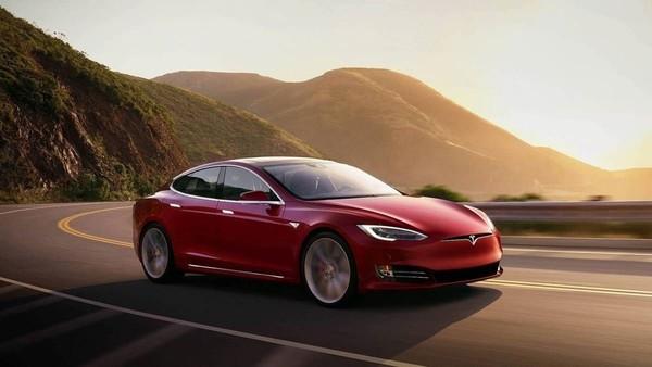 一辆特斯拉Model S已行驶百万公里 车主 我喜欢开车