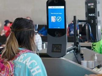 美国国土安全部:每个进出入美国境内的游客都需扫脸