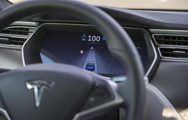 特斯拉发布最新软件更新 Autopilot功能升级 提高安全性