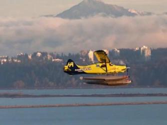 经过不懈努力 世界上第一架电动水上飞机开始试飞