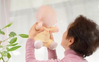 日本机器人公司推出机器宝宝 就是脸看着有点瘆得慌