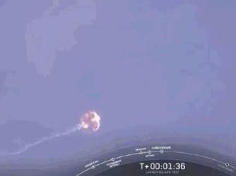 Space X空中成功引爆猎鹰9号火箭 以测试其逃生系统