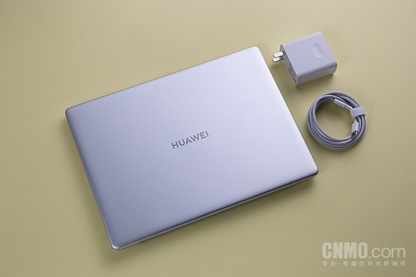 华为MateBook 13 2020款和65W快充USB-C接口便携适配器