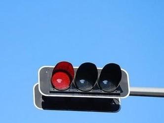 印度硬核交通信号灯上线:只要听到车喇叭就不变绿