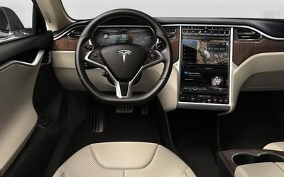 二手Model S车主:特斯拉把删除的Autopilot还了回来