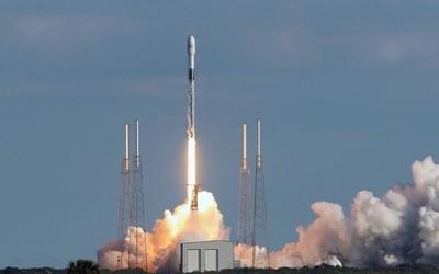SpaceX发射第五批星链卫星 猎鹰9号火箭回收意外坠海