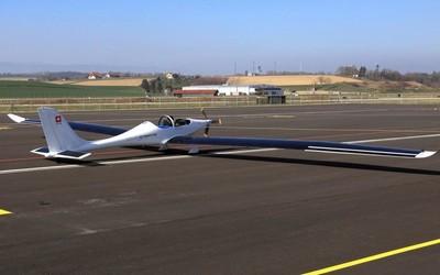 太阳能飞机首次试飞成功 能够在天上连续飞一整年