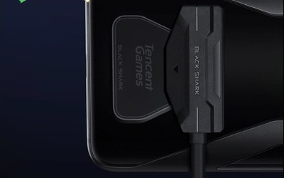黑鲨游戏手机3支持背部磁♀吸充电 边玩边�e充不再硌手