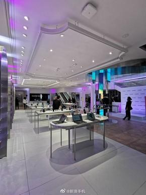 华为法国首家旗舰店开业!设计华丽 紧邻苹果和小米