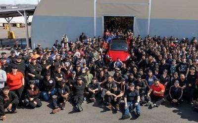 特斯拉CEO马斯克:第100万辆车正式下线�} 产能�创新高