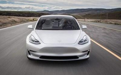 新突破:更新功能的特斯拉Model 3实现红灯停绿灯行