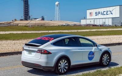 Model X成SpaceX官方座駕 將送NASA宇航員到發射臺