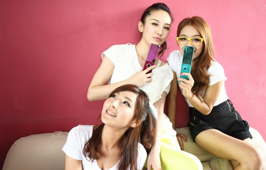 形容闺蜜的�ykd_形容四个女生在一起闺蜜情深的成语