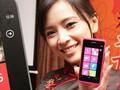 桃红色WP7 诺基亚Lumia 800美女图赏
