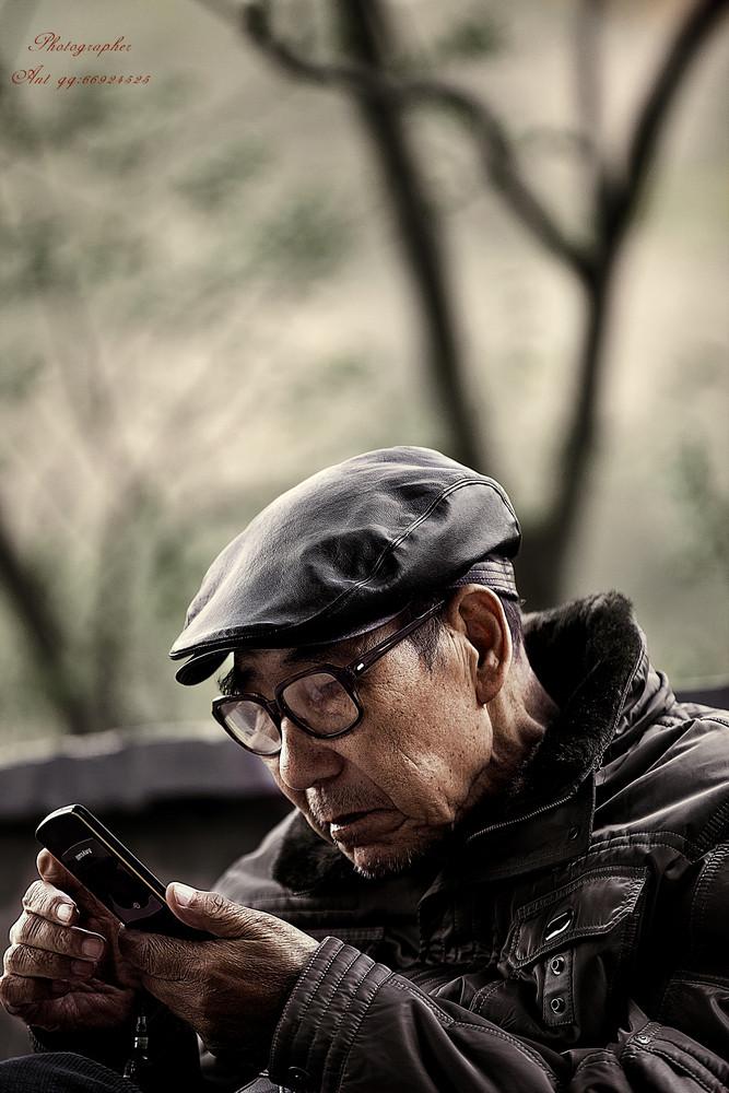 看看_父爱如山,父亲节里,忙碌的你有没有回去看看他,或者给他一个电话?