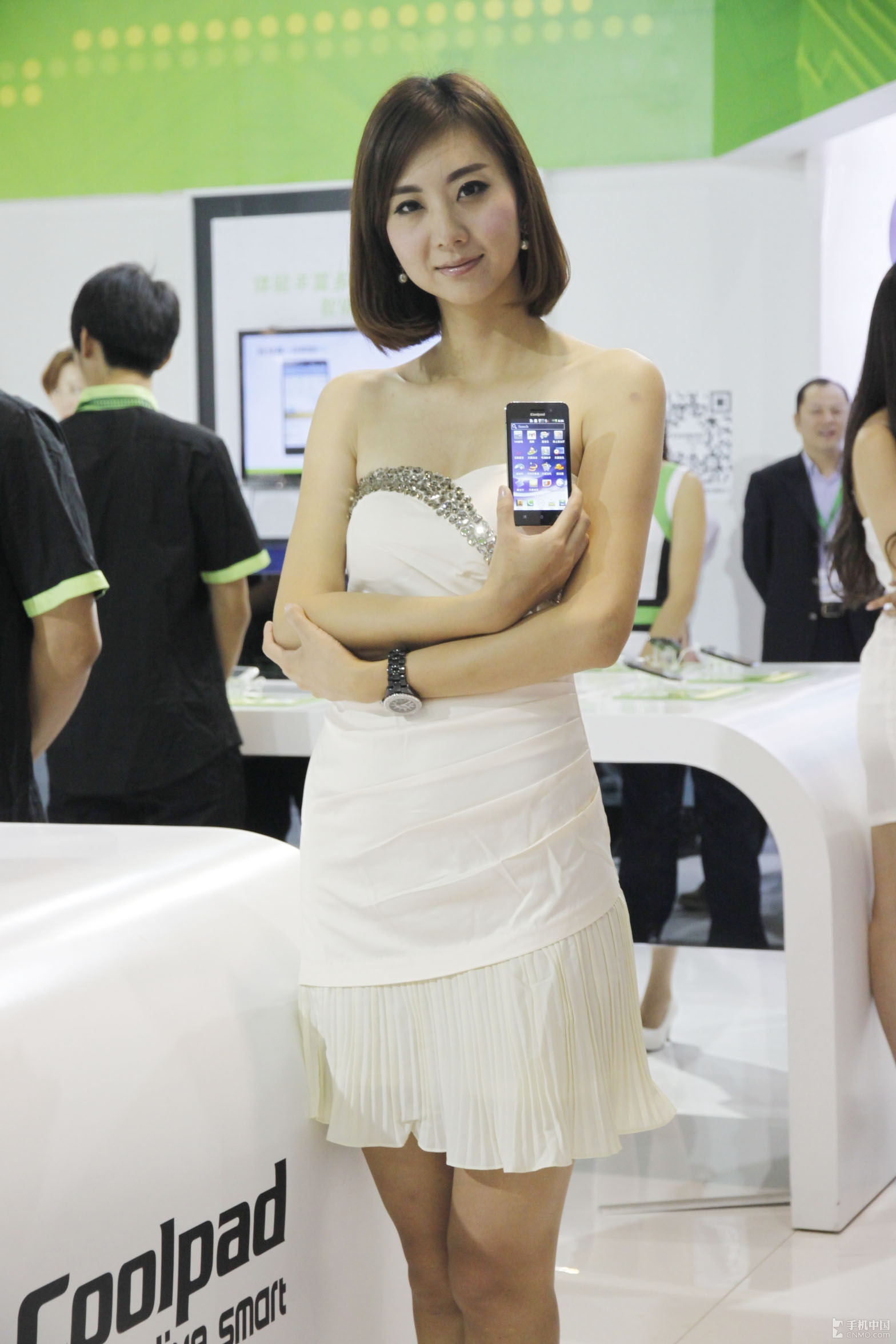 2012通信展:酷派美女 短发气质很养眼
