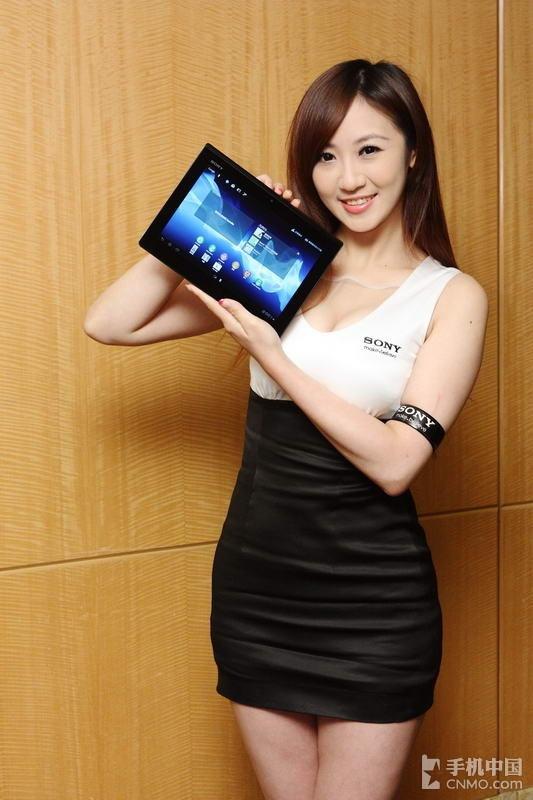 台湾101年资讯月 气质美女展示索尼平板