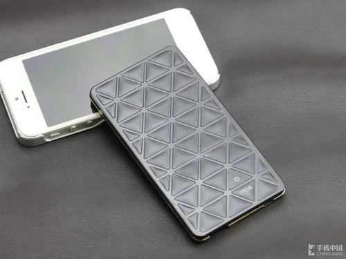 可以提升质感,而三角形旁边光滑的边框在光线的照射