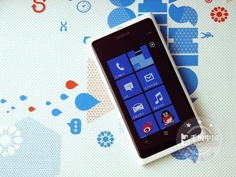 多彩极简白菜价 Lumia 800仅售1499元