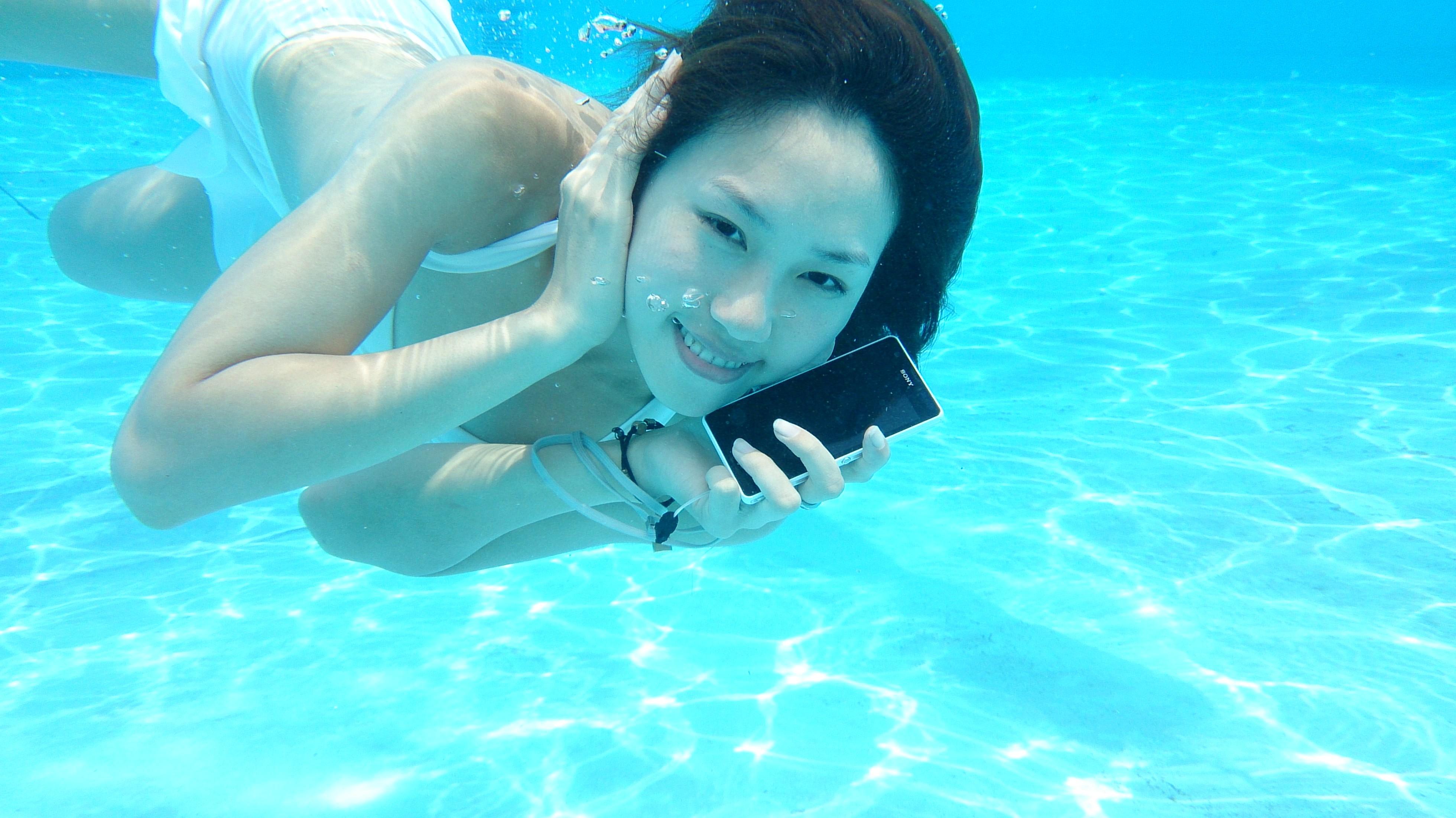 手机在水中并不能触控 sony xperia zr发布水中可高清图片