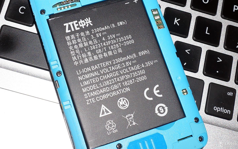 中兴 geek 抢先看 无线/支持micro SD卡扩展。...