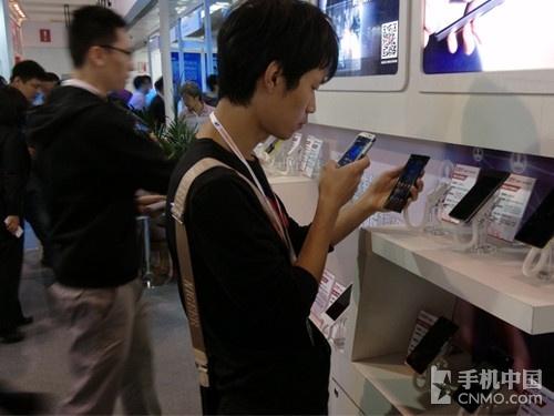 平价新标杆 小米手机3亮相手机中国展台