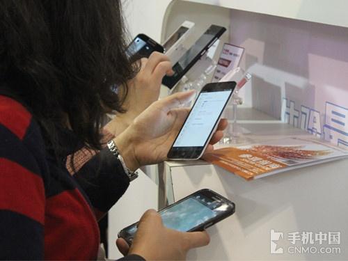 双四核超窄边 魅族MX3现身手机中国展台