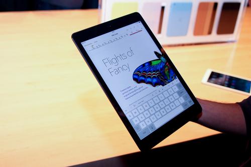 轻薄窄边框平板 灰色苹果ipad air图赏