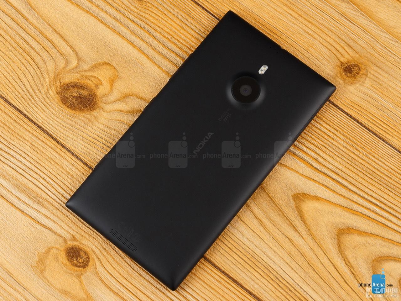 lumia 1520不仅是第一款跨界wp8手机,同时也是首款屏幕分辨率达到1080